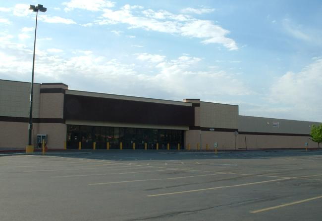 Photo of the old Wal*Mart building taken in May, 2003.